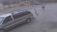撞倒婴儿在拖行 警方追缉冷血司机