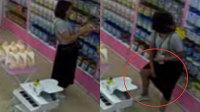 女子母婴店里偷奶粉藏裙底