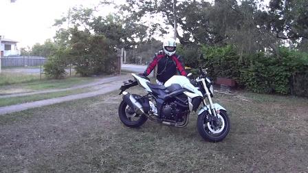 小尹忍者用GSR750告诉你怎样骑摩托车
