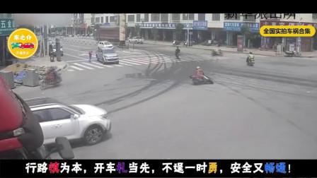 """十字路口洒落两桶油,路口秒变""""溜冰场"""",摩托司机倒了霉!"""