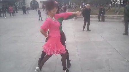 《老妈跳舞第一季》第三集  广场舞 三步踩  散花