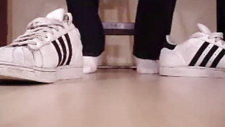 专辑:白袜运动鞋