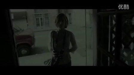 伊利亚伍德《疯子》首曝预告 尾行美女病态杀戮