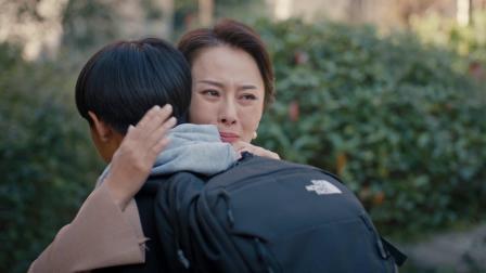 《人间规则第二季》钟勇顺利出国老妈也放心 十足的妈宝男翻身