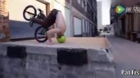 視頻: 跑酷滑板融入小輪車炫技 騎車穿越卡車底